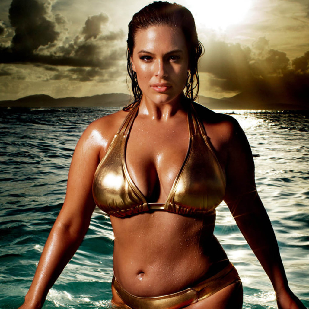 Sports Illustrated have their first plus size cover girl Ashley Graham